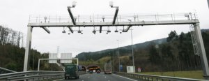 Dos baterías de cámaras sancionarán al tráfico pesado que discurra por la A-8 a su paso por Bilbao