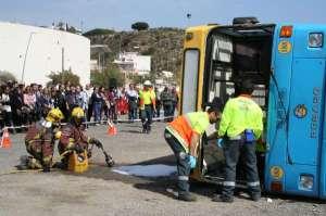 Simulan un accidente en Blanes entre un furgón de mercancías peligrosas y ciclistas.